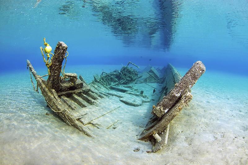 Обломки затонувшего корабля