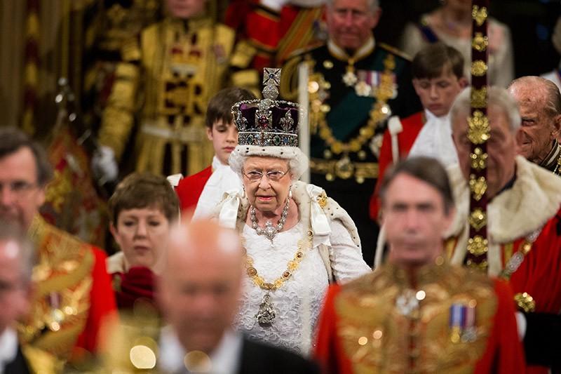 Королева Великобритании Елизавета II во время выступления в парламенте