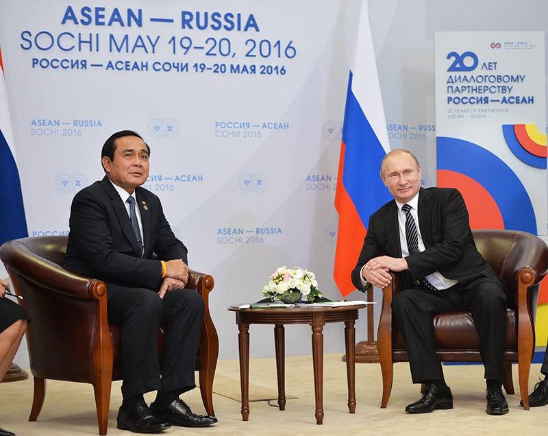 Президент России Владимир Путин и премьер-министр Королевства Таиланд Прают Чан-оча