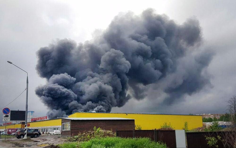 Пожар в торговых павильонах