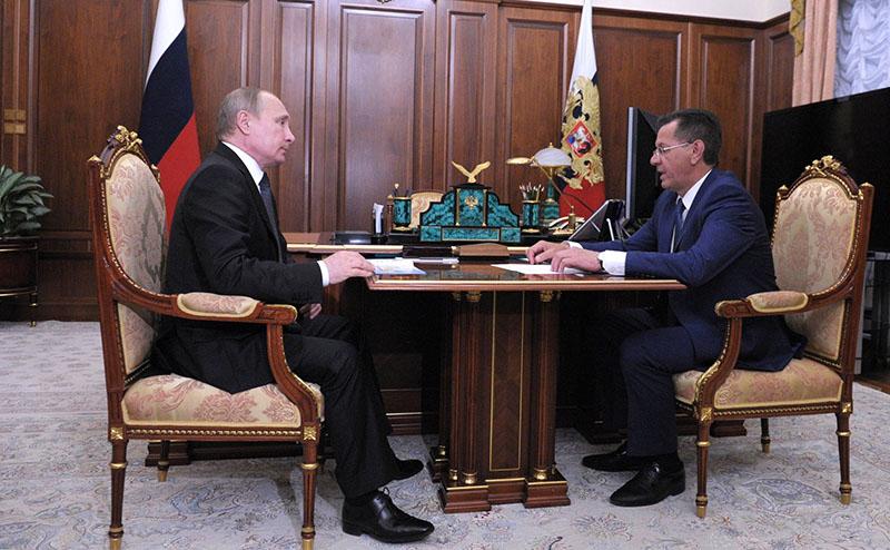 Владимир Путин  с губернатором Астраханской области Александром Жилкиным