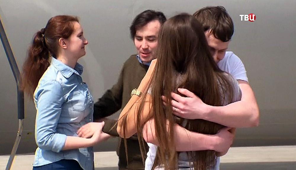 Евгений Ерофеев и Александр Александров в аэропорту