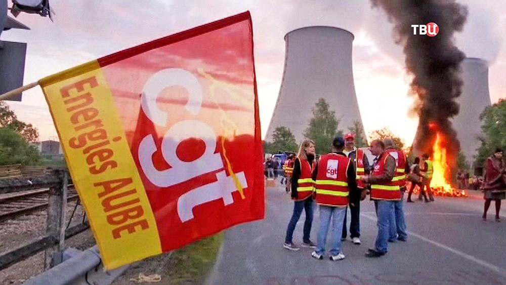 Акция протеста возле АЭС во Франции