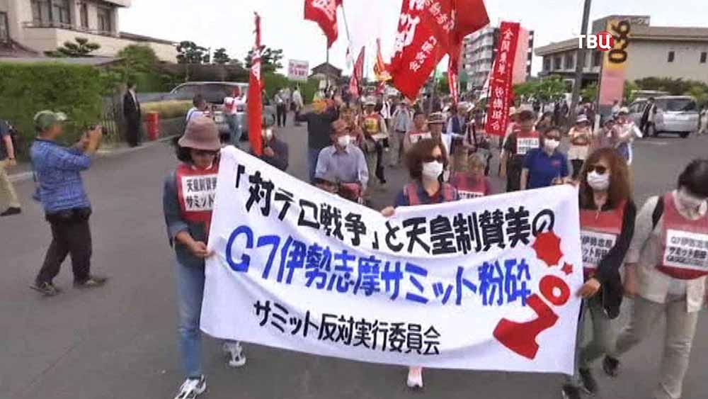 Митинг в Японии против приезда Барака Обамы