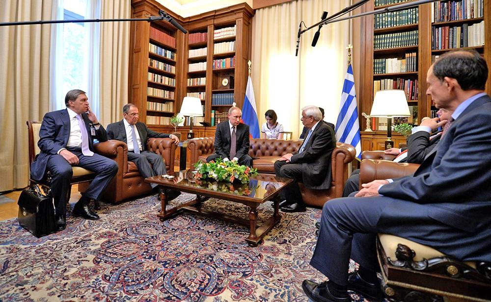 Президент России Владимир Путин и президент Греческой Республики Прокопис Павлопулос