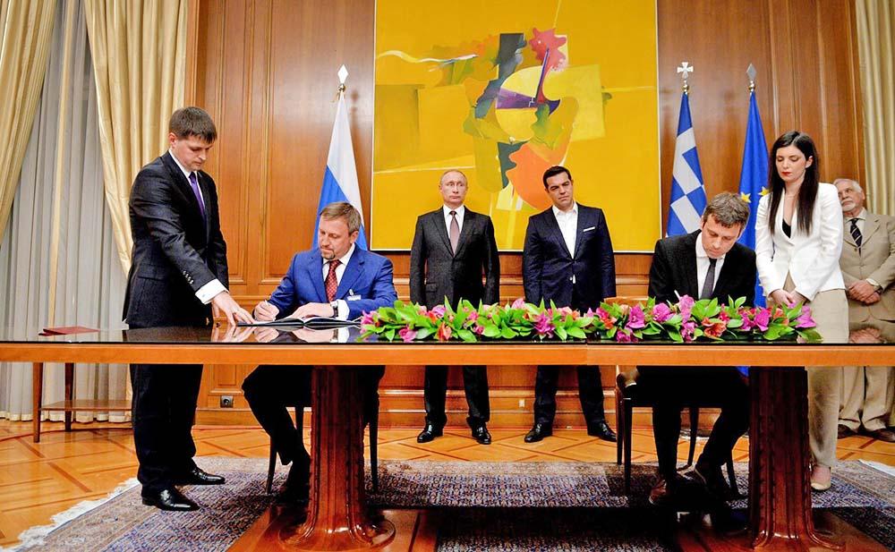 Президент России Владимир Путин и премьер-министр Греческой Республики Алексис Ципрас на церемонии подписания российско-греческих документов