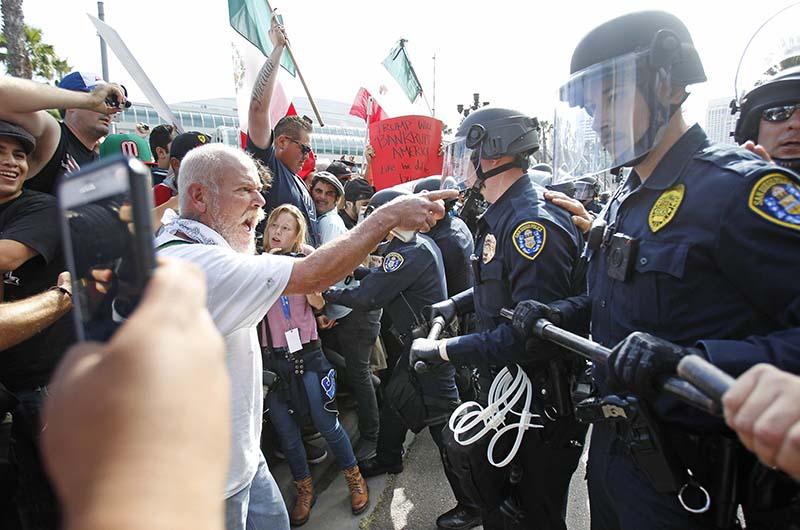Столкновения сторонников и противников Дональда Трампа