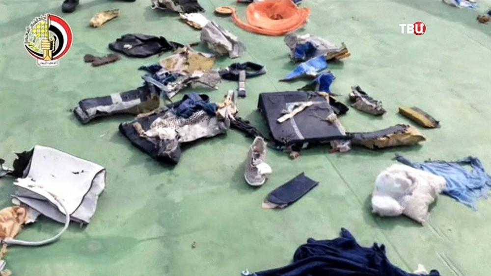 Личные вещи пассажиров потерпевшего крушение самолёта EgyptAir