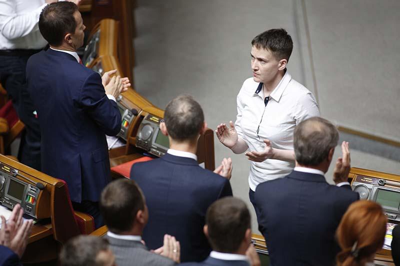Надежда Савченко во время выступления на заседании Верховной Рады Украины