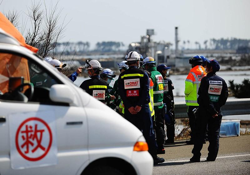 Сотрудники службы спасения на месте происшествия