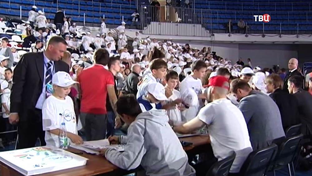 "Школьники на спортивном празднике в ""Динамо"""