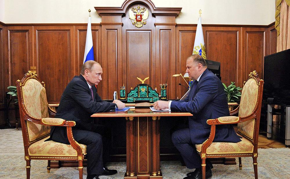 Президент России Владимир Путин и губернатор Калининградской области Николай Цуканов