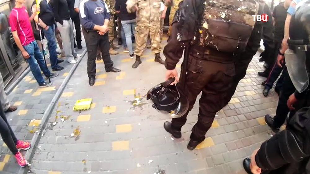 Украинские радикалы забросали яйцами Генконсульство России