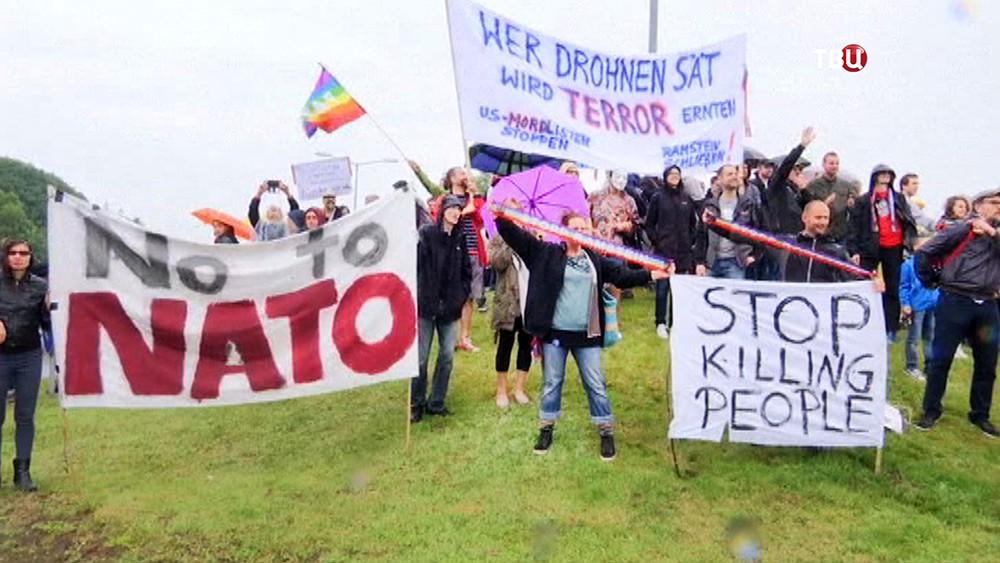 Митинг против размещения американских военных баз в Германии