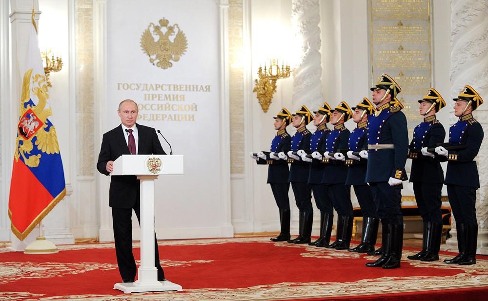 Президент России Владимир Путин на церемонии вручения госнаград в Кремле
