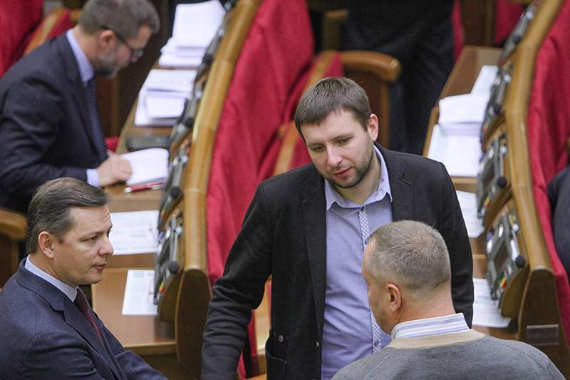 Олег Ляшко и Владимир Парасюк на заседании Верховной Рады Украины