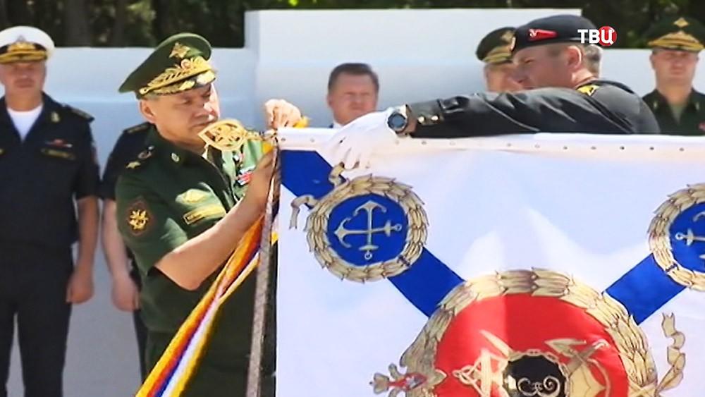 Министр обороны Cергей Шойгу во время церемонии вручения ордена Жукова  810-й отдельной бригаде морской пехоты Черноморского флота