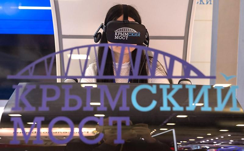 """Стенд инвестиционной компании """"Крымский мост"""" на выставке в рамках XX Петербургского международного экономического форума"""
