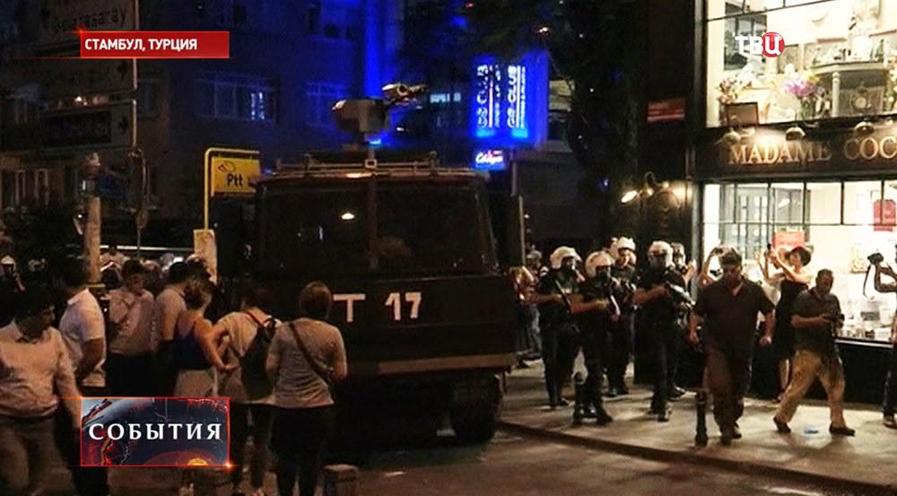 Разгон демонстрантов в Станбуле