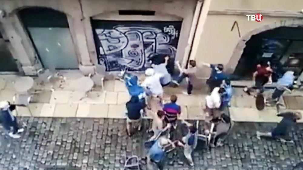 Драка футбольных фанатов во Франции