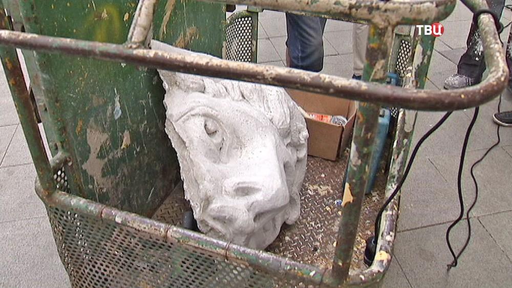 Реставрация барельефа бога Меркурия на здании купца Кузнецова