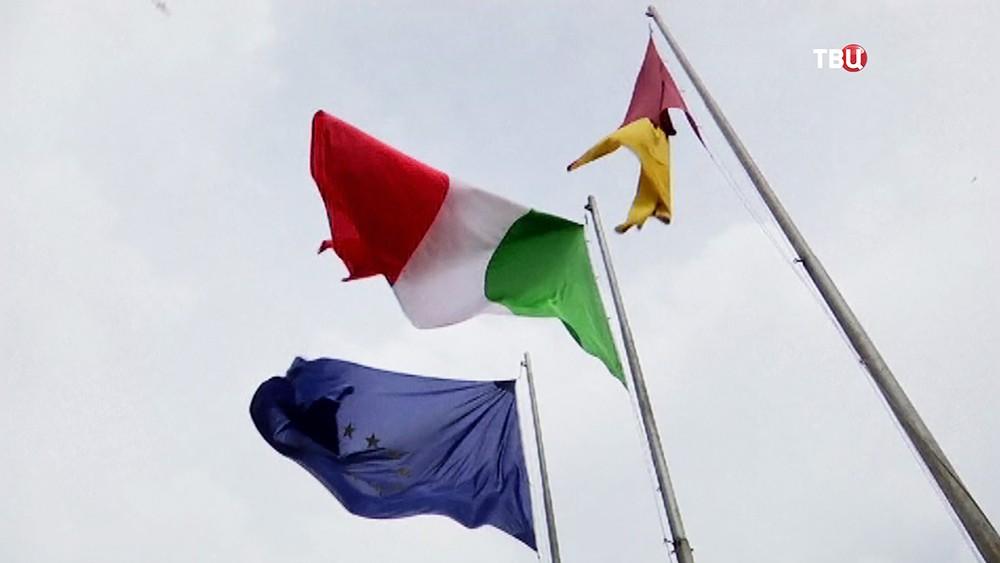 Флаги Италии и Евросоюза