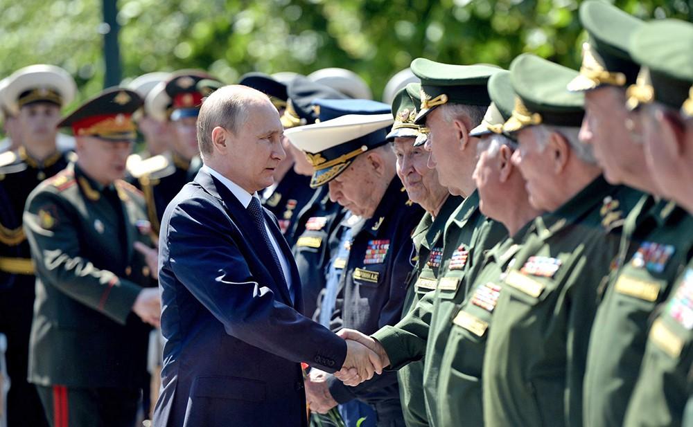 Президент России Владимир Путин встретился с ветеранами