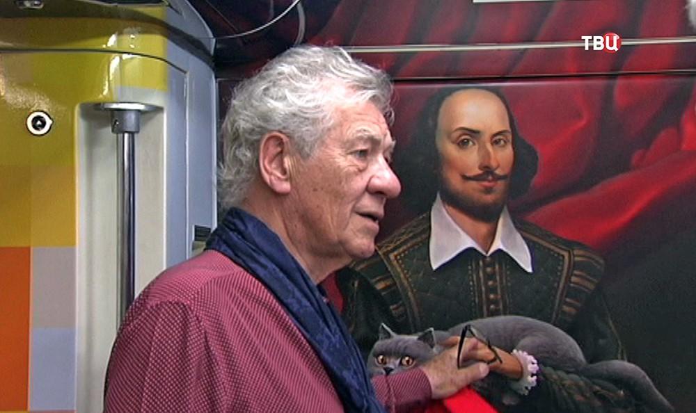 Иэн Маккеллен в московском метро