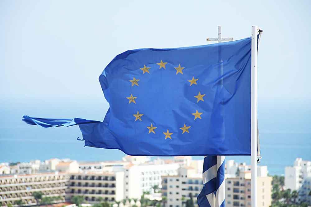 Флаги Евросоюза и Кипра
