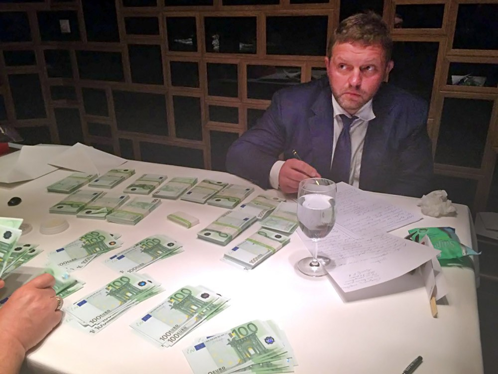 Никита Белых при получении взятки
