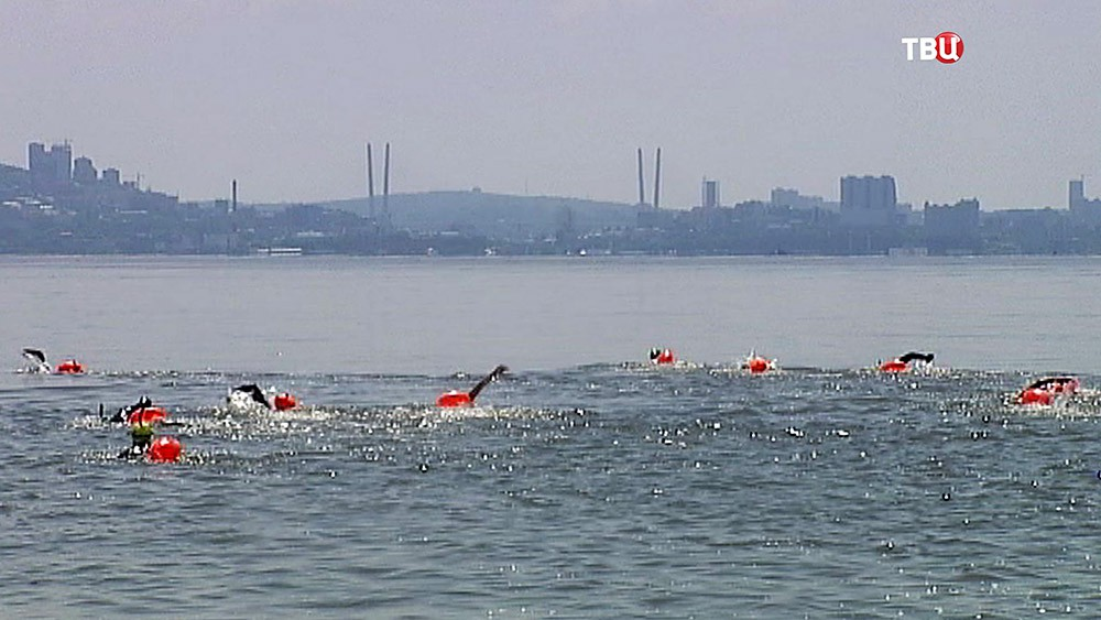 Заплыв через залив во Владивостоке