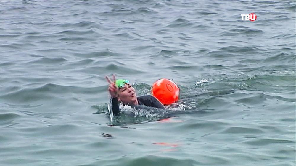 Победительница заплывы через залив во Владивостоке