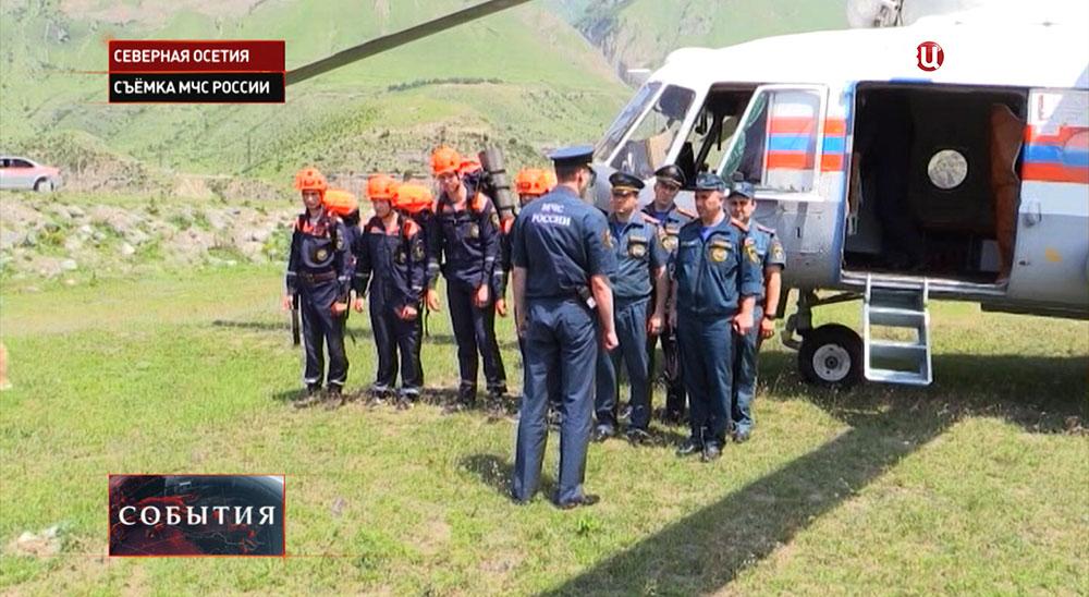 Отряд спасателей МЧС прибыли на место происшествия в Северной Осетии