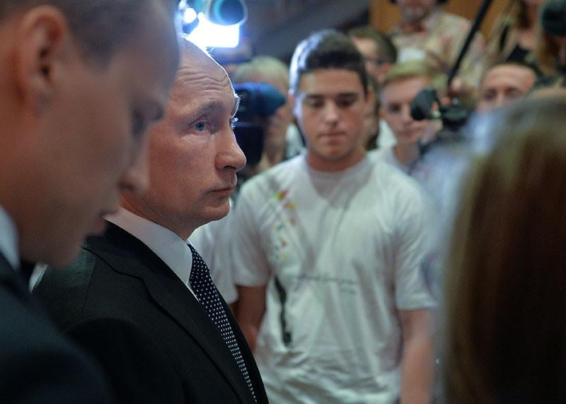 Президент России Владимир Путин на первой встрече с учениками гимназии ФРГ Бад-Зальцунген,