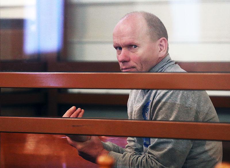 Олег Белов, обвиняемый в убийстве матери, жены и шестерых детей
