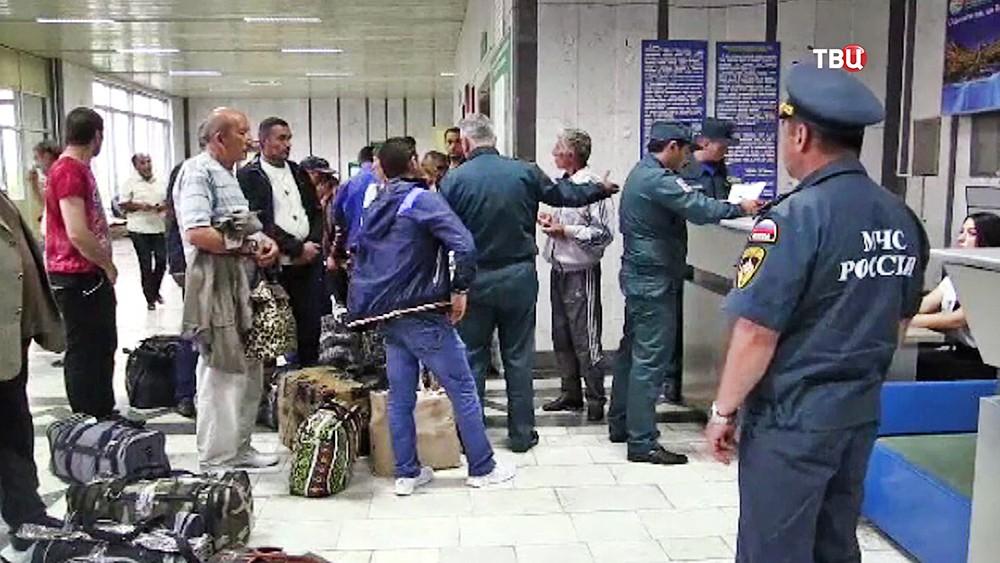 Людей застрявших на Военно-грузинской дороге эвакуирует МЧС