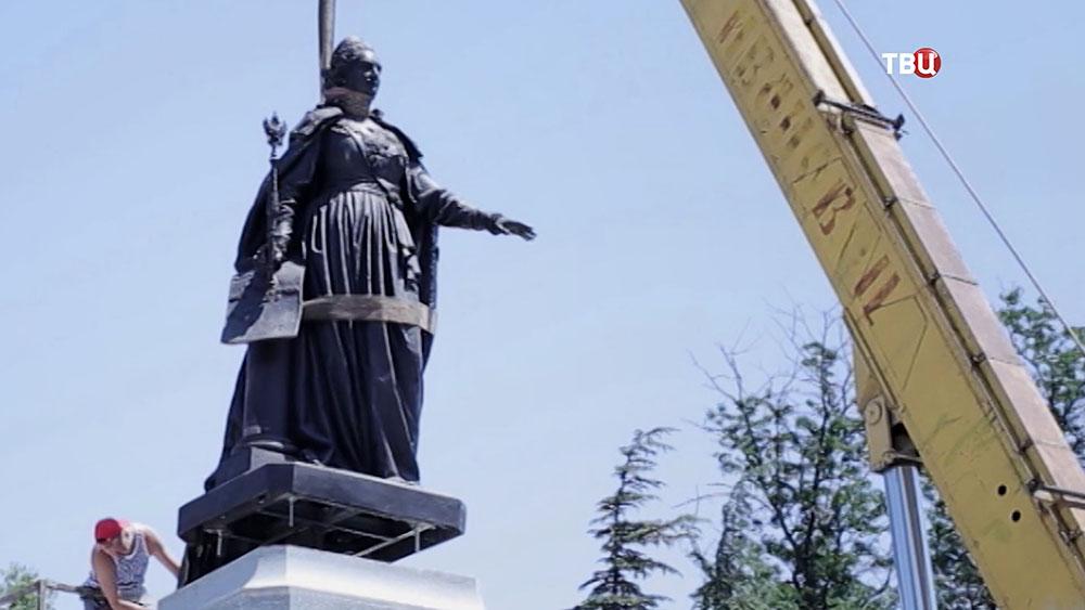 В Симферополе установили памятник Екатерине II