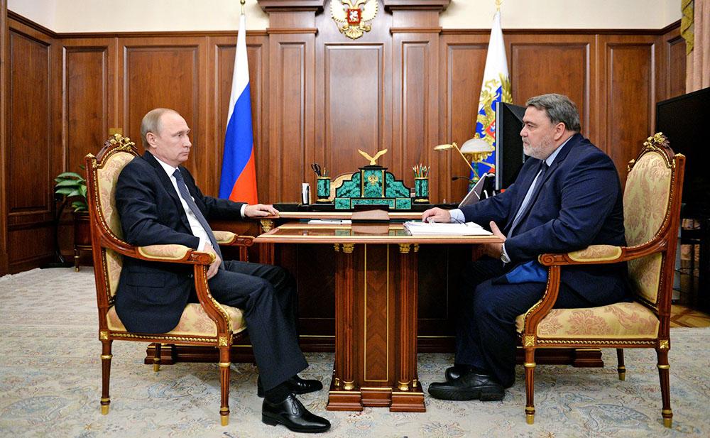 Президент России Владимир Путин и руководитель ФАС Игорь Артемьев