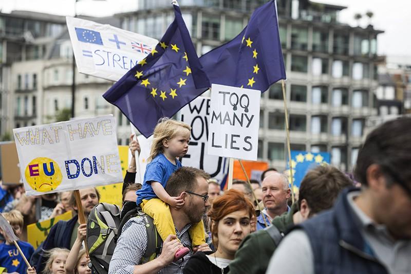 Участники демонстрации в Лондоне против выхода Великобритании из состава ЕС