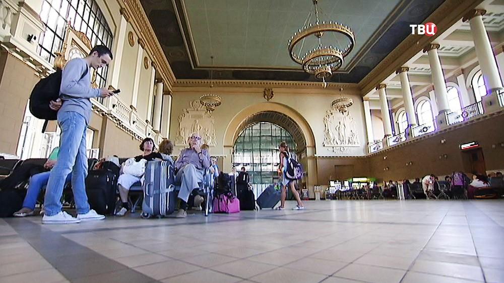Зал Киевского вокзала