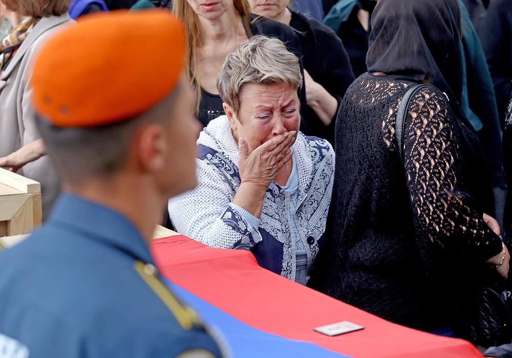 Похороны членов экипажа Ил-76 МЧС России