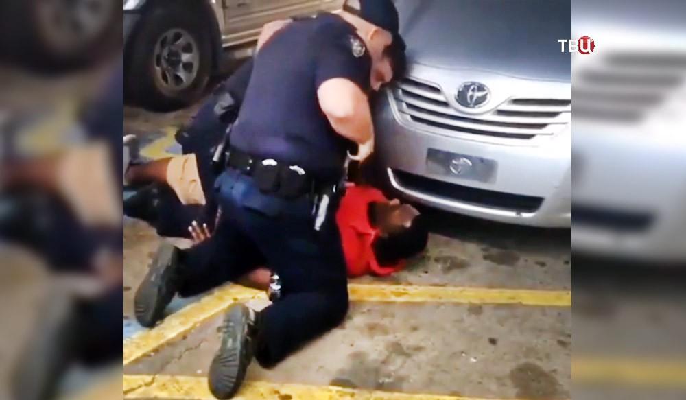 Полиция США задерживает афроамериканца в Луизиане