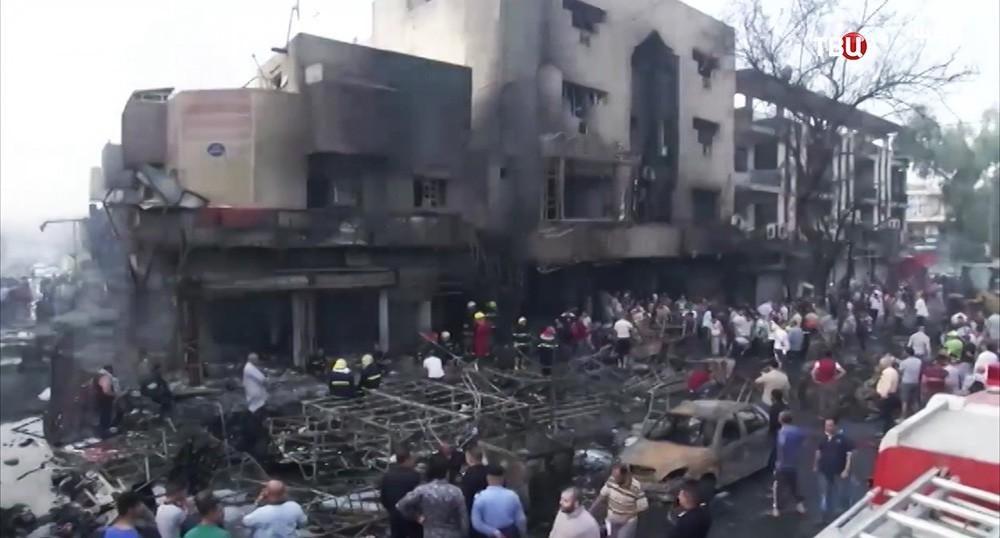 На месте взрыва в городе Балад, Ирак