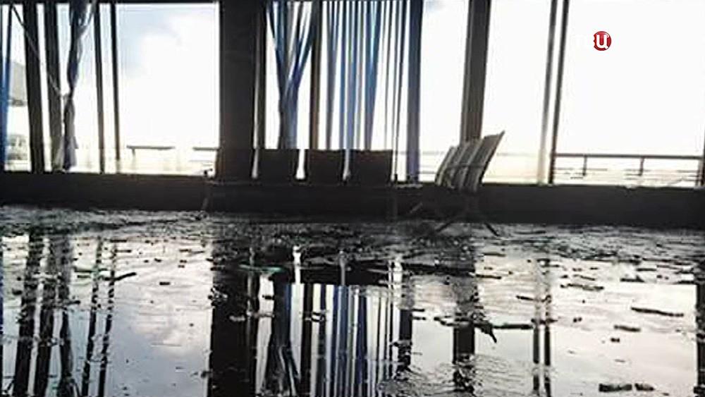 Последствия урагана в аэропорту