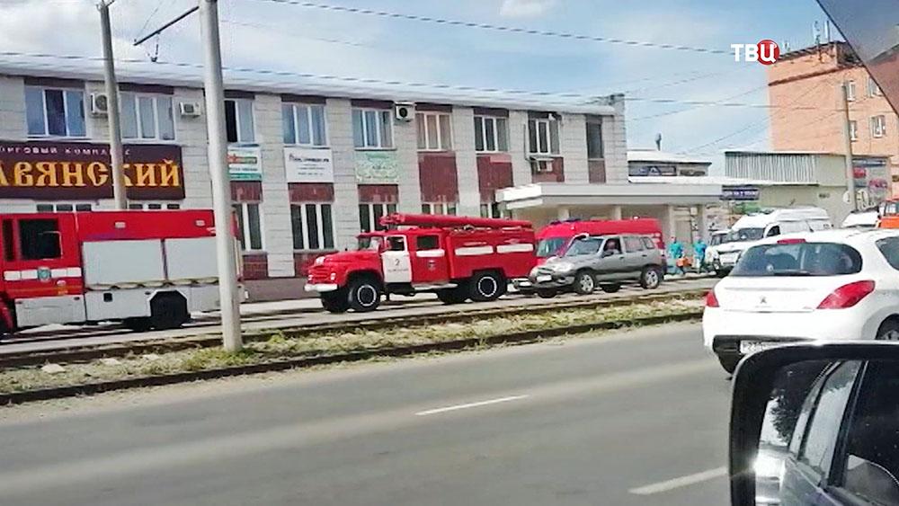 Экстренные службы на месте обрушения крыши в доме