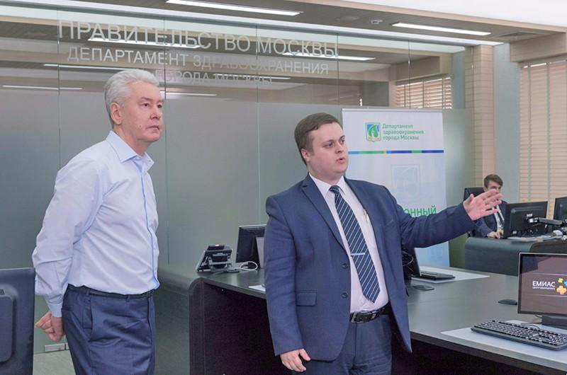 Сергей Собянин осматривает ситуационный центр Департамента здравоохранения города Москвы