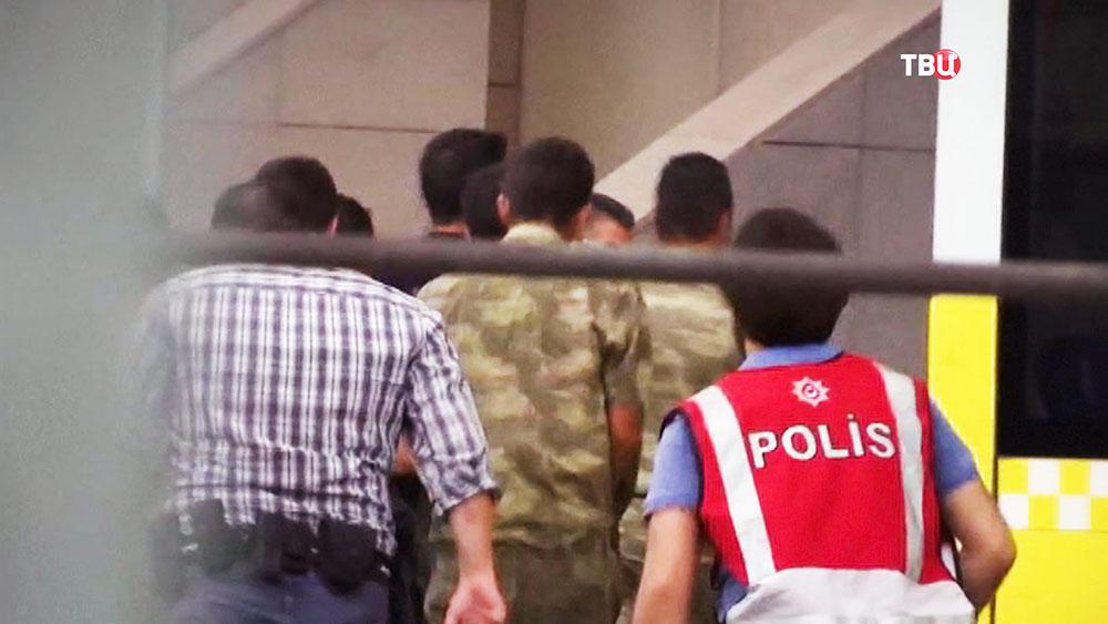 Задержанные по подозрению в попытке военного переворота в Турции