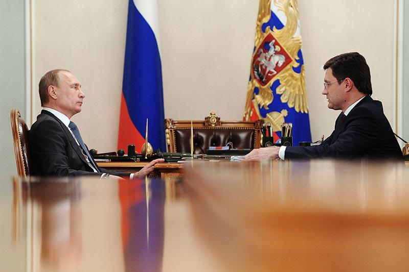 Президент РФ Владимир Путин и министр энергетики РФ Александр Новак