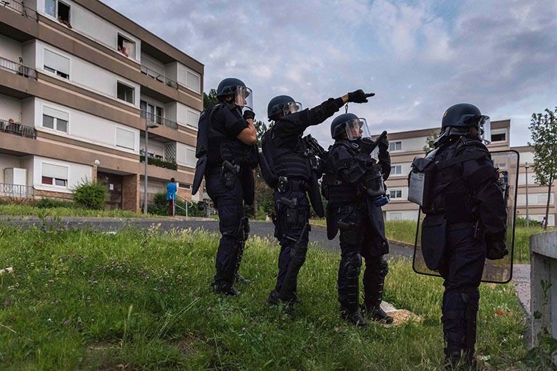 Спецназ полиции Франции на месте происшествия
