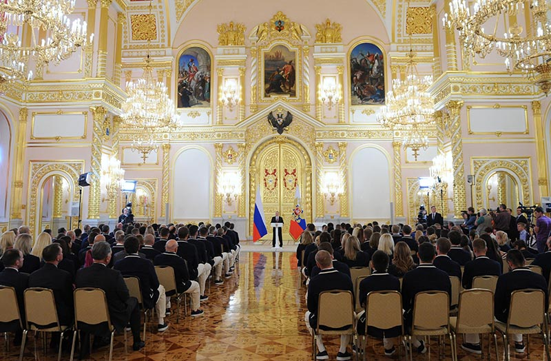 Президент России Владимир Путин выступает в Кремле на встрече с членами олимпийской сборной России